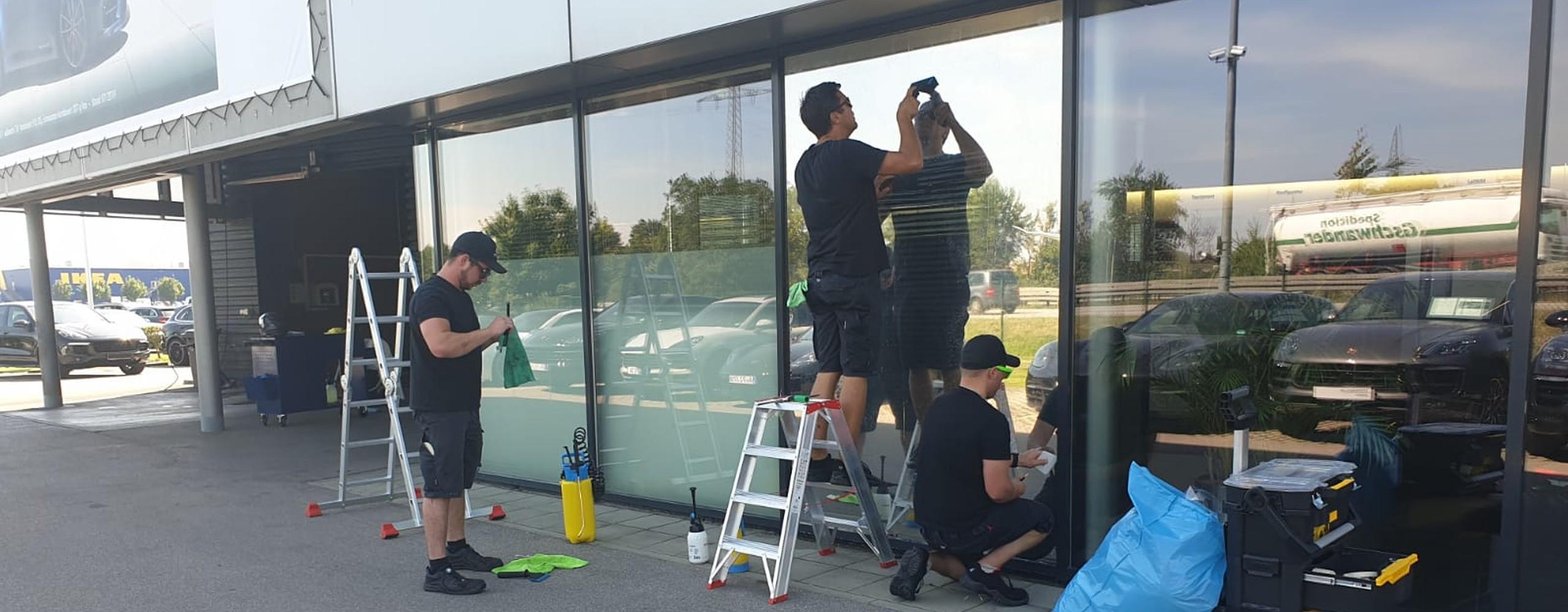 Geyer Folientechnik: Gebäudefolierung, Fassadenfolierung, Bürofenster Ladenfenster, Schaufenster, Schaukasten, Privacy Verglasung, Blickschutz, Sichtschutz, Werbefolierung, Individualfolierung, Sonnenschutz, UV Schutz, Milchglas